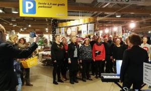 kerstoptreden van The New Voices in de Jumbo december 2018